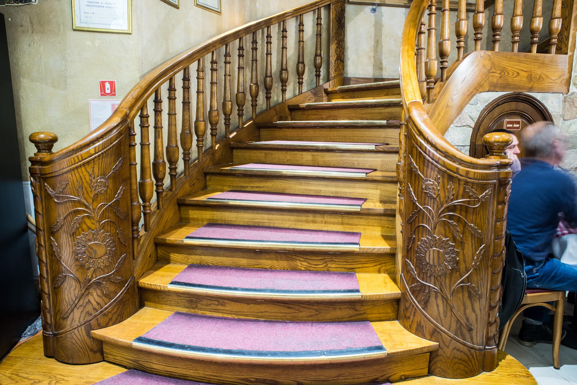 Escalier Auberge Aveyronnaise Paris 12